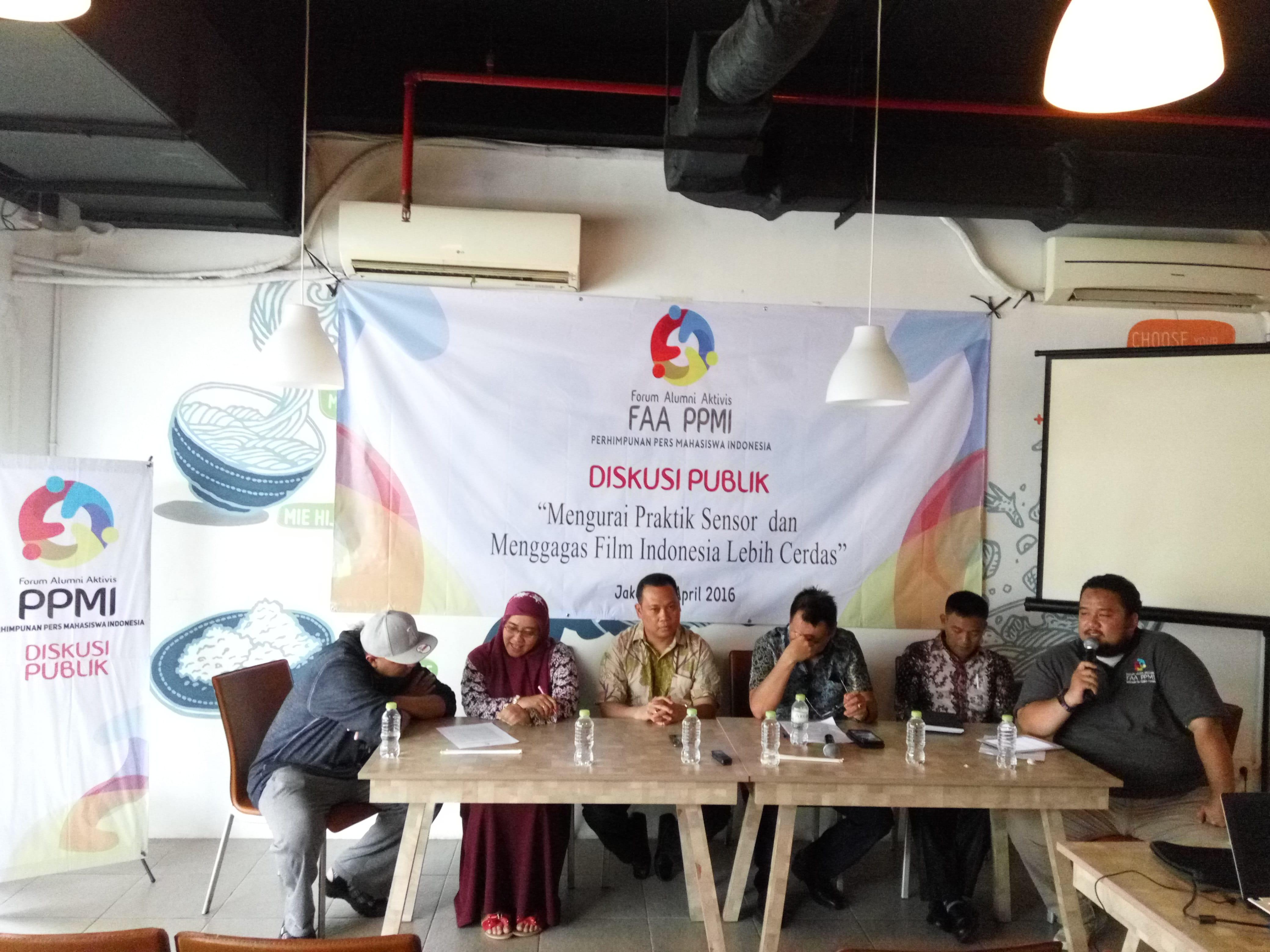 Acara diskusi FAA PPMI, Minggu, 3 April 2016. (Kiri ke kanan) Anggi Umbara Film Maker (Sutradara Comic 8), Maria Advianti ( Komisioner Komisi Perlindungan Anak Indonesia/ KPAI), Rommy Fibri (Komisioner Lembaga Sensor Film/LSF), Ody Mulya Hidyat (Produser Film Maxima International), Khalid Fathoni (Kepala Bidang Pusat Pengembangan Film Kementrian Pendidikan dan Kebudayaan), dan Andika Wardana