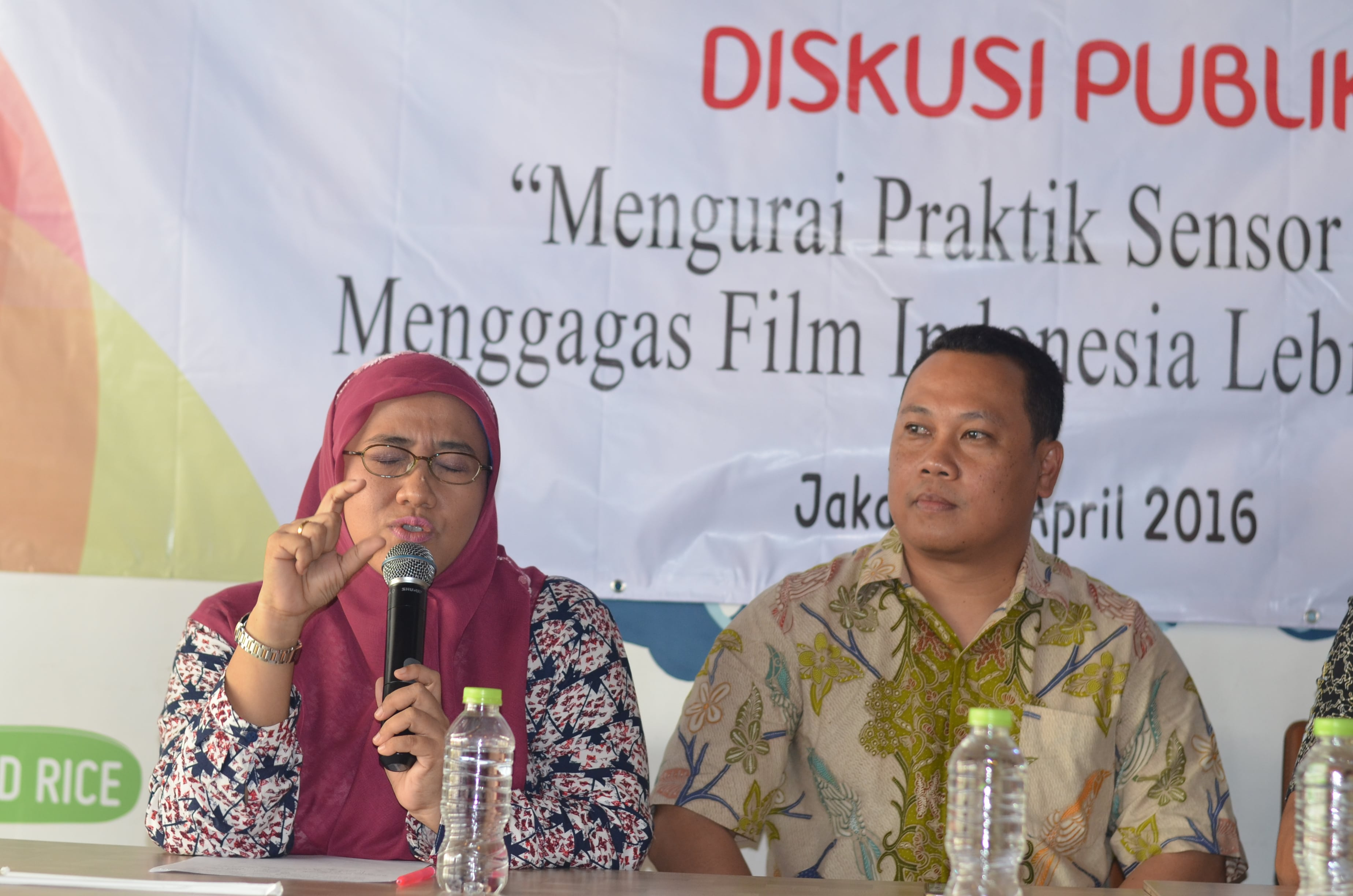 Dari kiri ke kanan: Maria Advianti ( Komisioner Komisi Perlindungan Anak Indonesia/ KPAI) dan Rommy Fibri (Komisioner Lembaga Sensor Film/LSF)