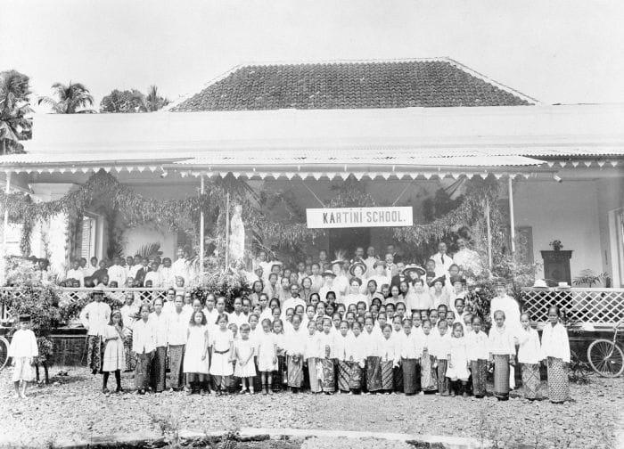 Kartinischool pada 2 Mei 1915
