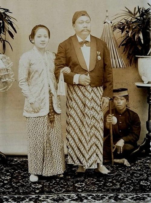 RA Kartini bersama suaminya, Raden Adipati Djojoadiningrat, Bupati Rembang