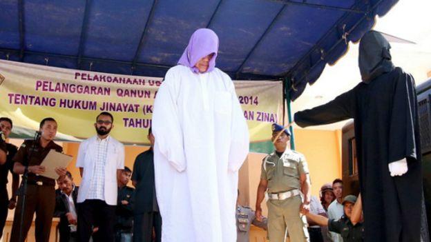 Remita Sinaga, warga Aceh non-muslim pertama yang menerima hukuman cambuk