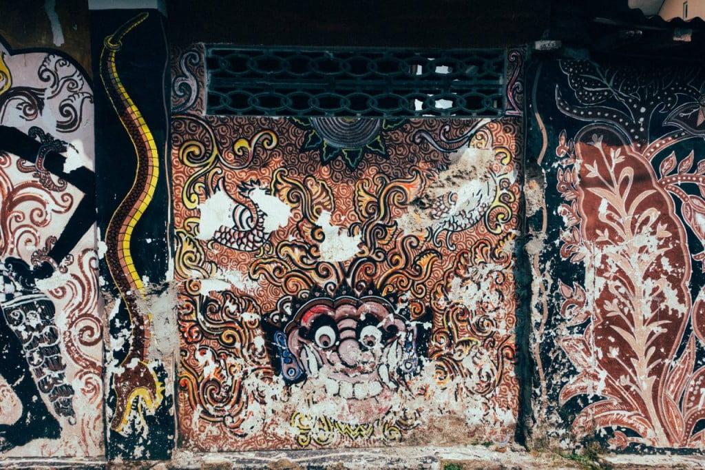 Lukisan di tembok bangunan di Yogyakarta, foto bucketlistly